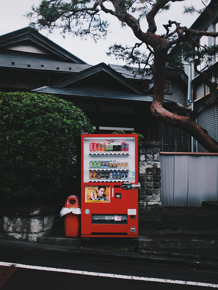 Lonely-vending-machines-in-japan