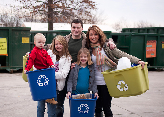 Happy family that recycle waste