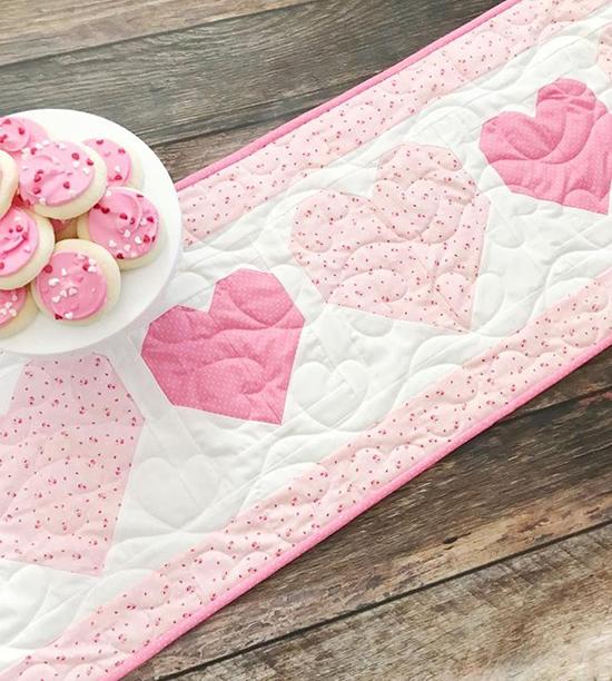 St-Valentine's-Day-Table-runner-ideas