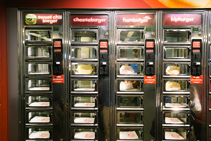 Strange-Burger-Vending-machine-in-japan