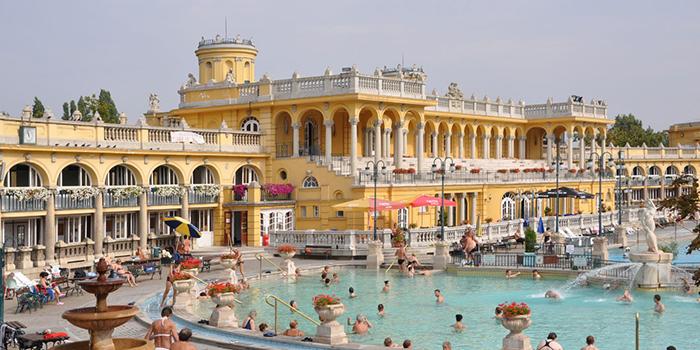 famous-hot-springs-Szechenyi-Bath-Hungary