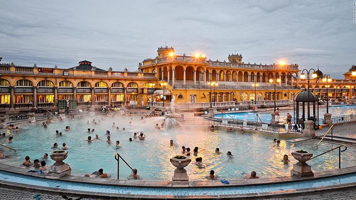 famous-hot-springs-Szechenyi-Bath