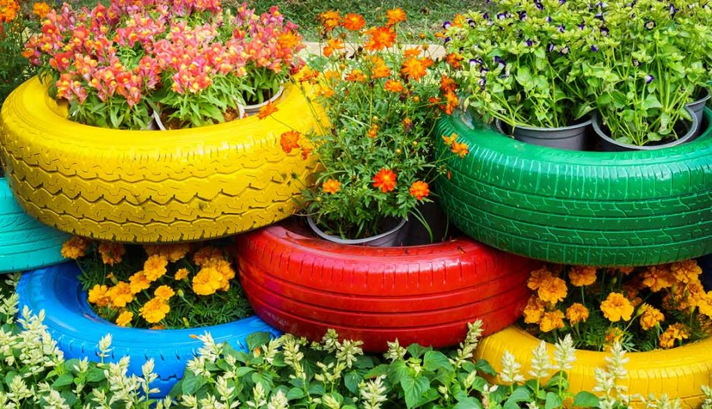 Tires used as flowers' holders