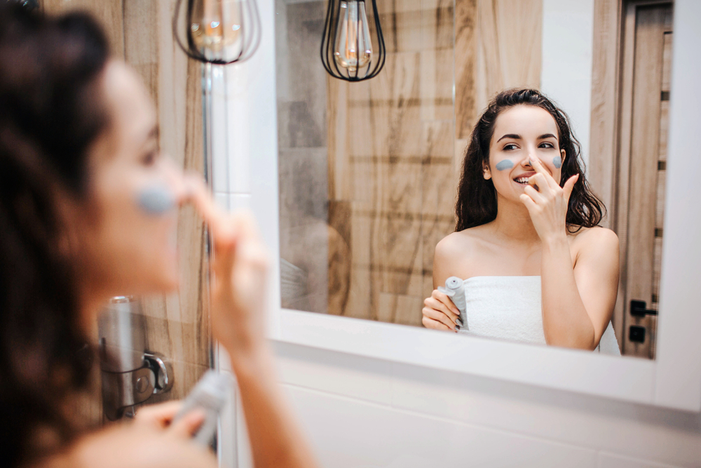 Woman doing her morning beauty routine