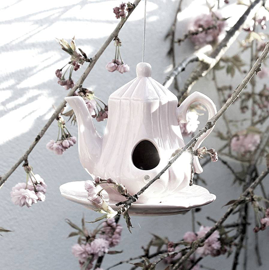 Modern and fancy kettle bird house