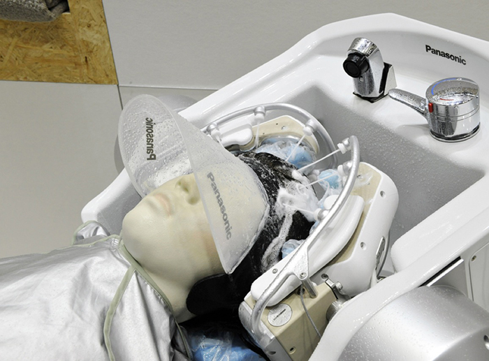 Robot washing a hair