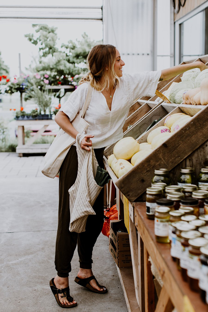 Woman doing the groceries and using a sustainable bag