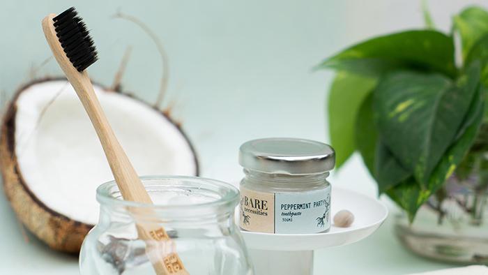 Eco brush and coconut cream
