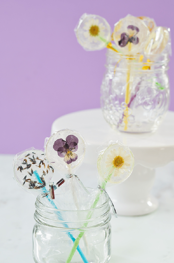 DIY lollipops with flowers inside