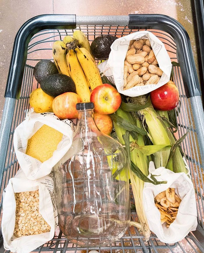 Fruits and vegetables in zero waste grocery bags