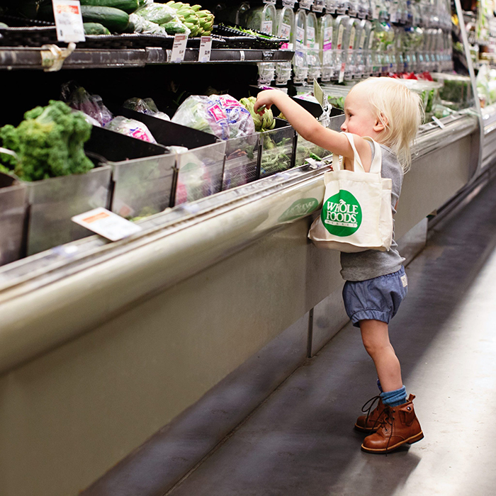 Kid doing grocery with reusable eco bag