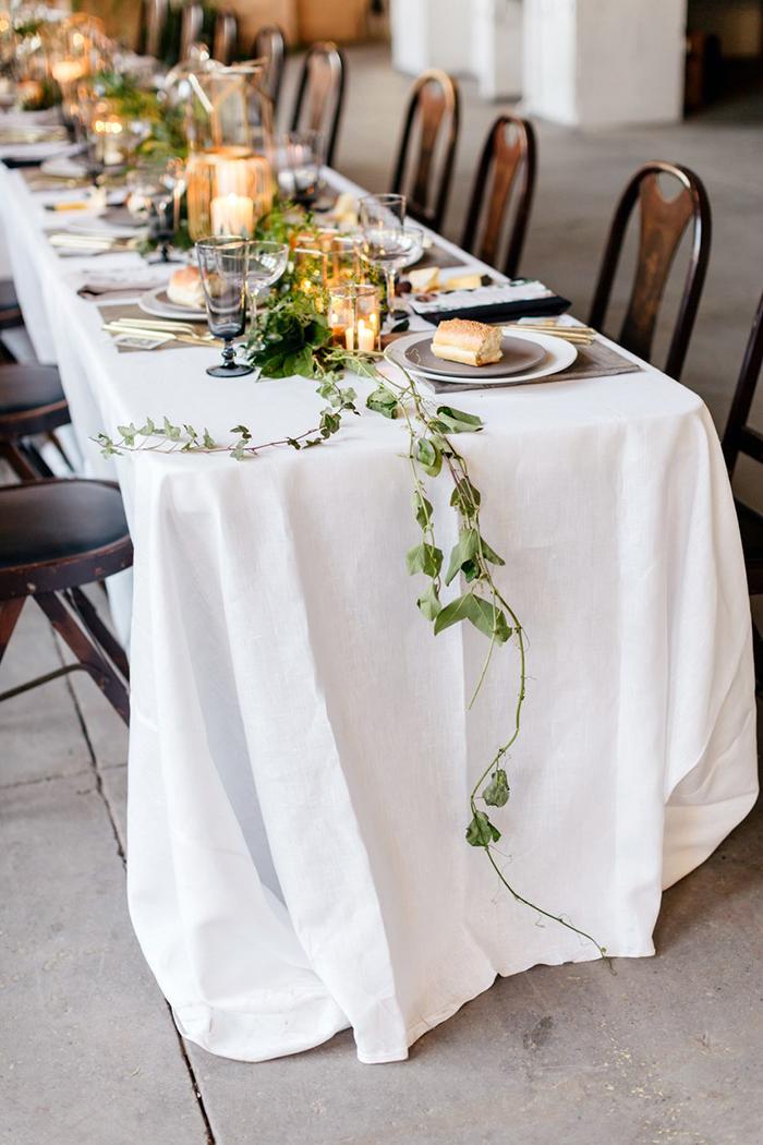 Cozy minimalist table decor