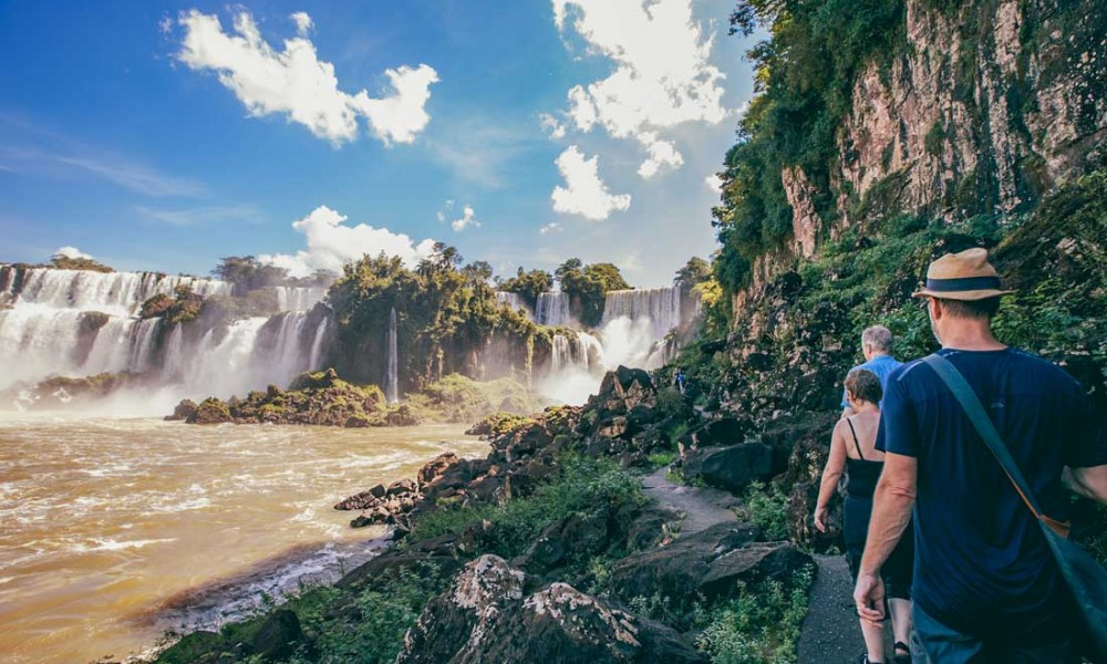 Tourists trying to reach Iguazu falls from Brazil