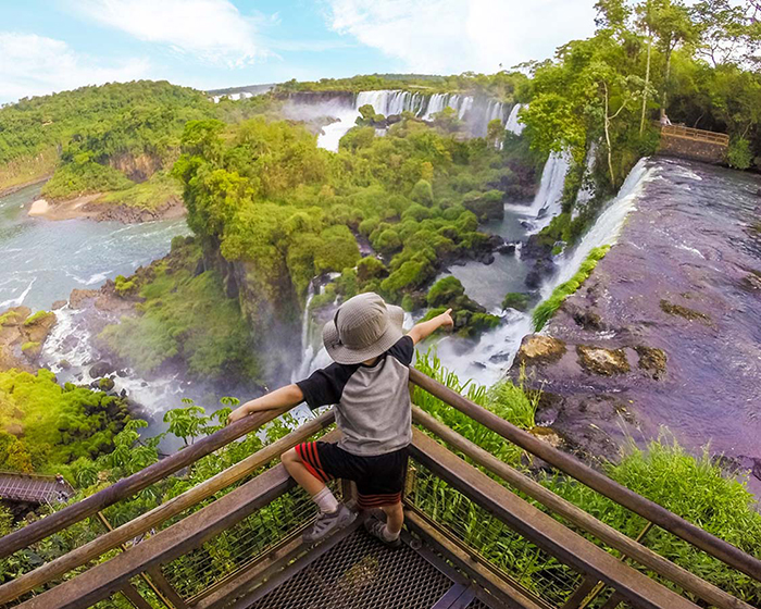 Kid watching the Iguazu Falls