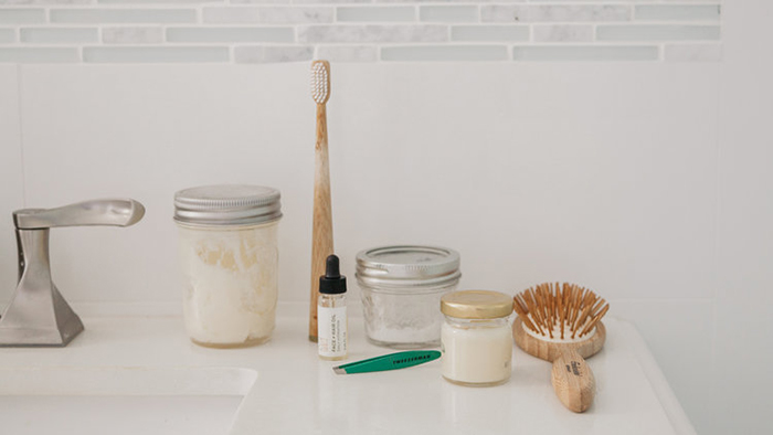 Zero waste creams, a brush and a comb