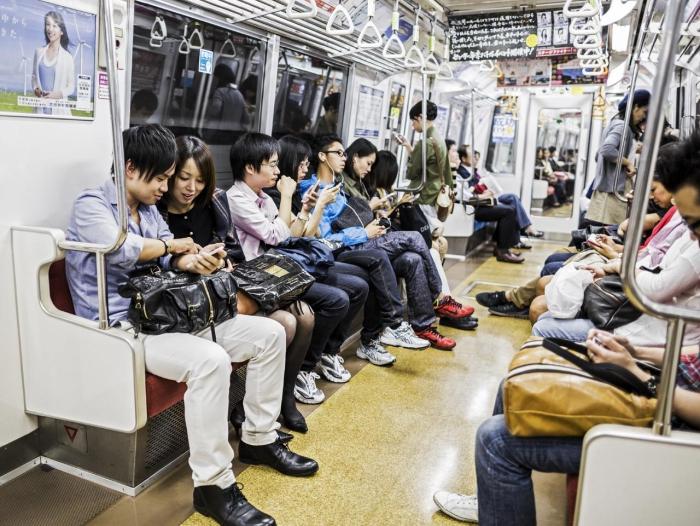Busy Tokyo subway