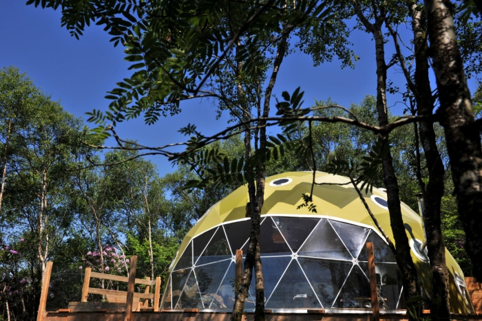 Glamping tent in the form of a dome