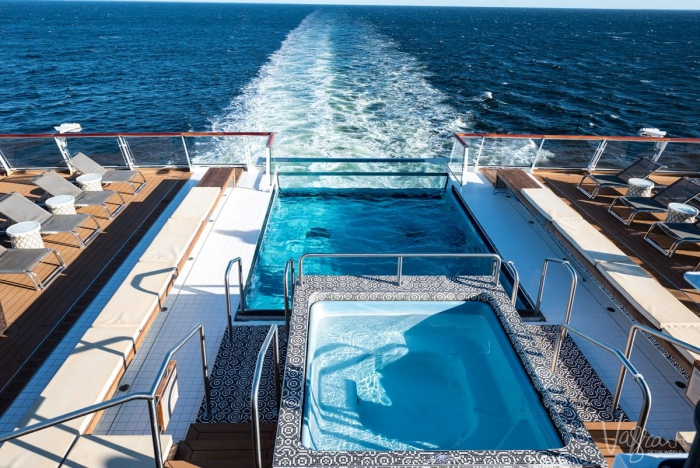 Open jacuzzi on a cruise