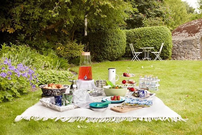 garden picnic setting