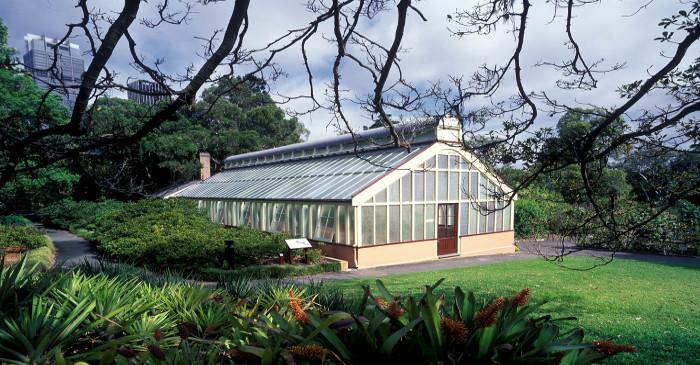 modern greenhouse design