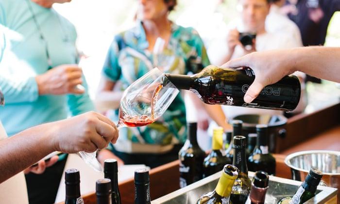 experience gift ideas people tasting wine