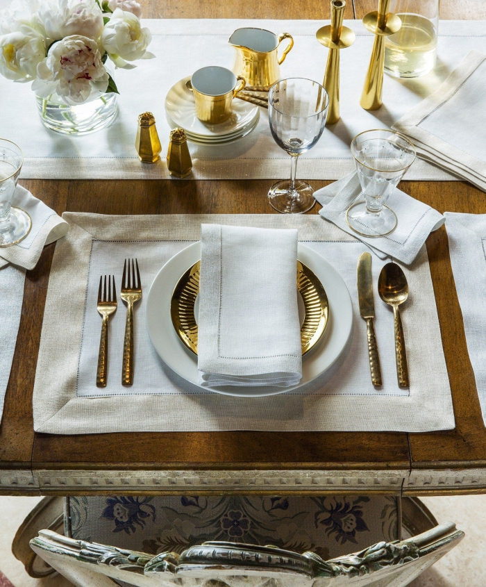wedding table arrangement in white and gold