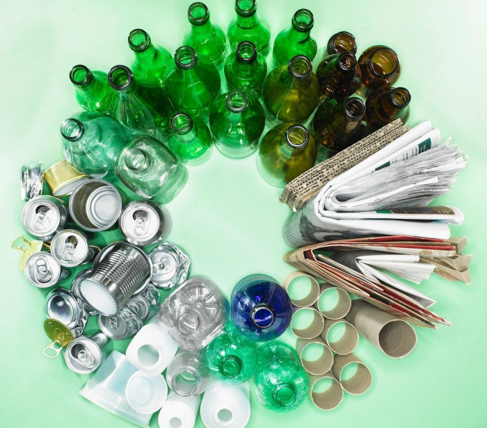 circle made of different items glass bottles cans paper plastic
