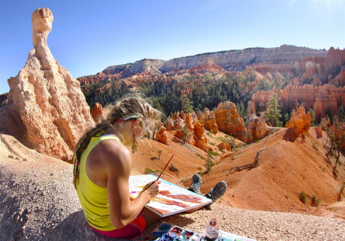 Rachel Pohl drawing a painting in the Grand Canyon