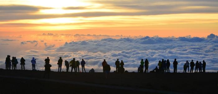 Things to do in Hawaii Haleakala Crater sunrise people taking photos