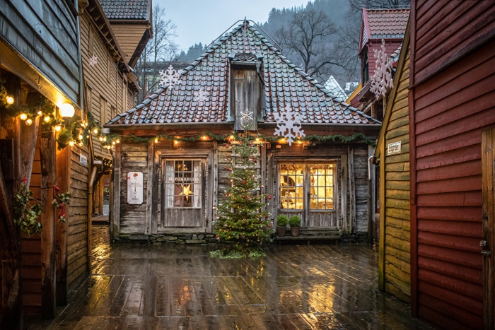 Old wooden house in Bergen Christmas tree and decoration