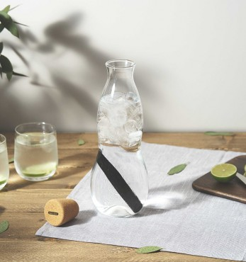 Better water jug Black + Blum Eau Carafe