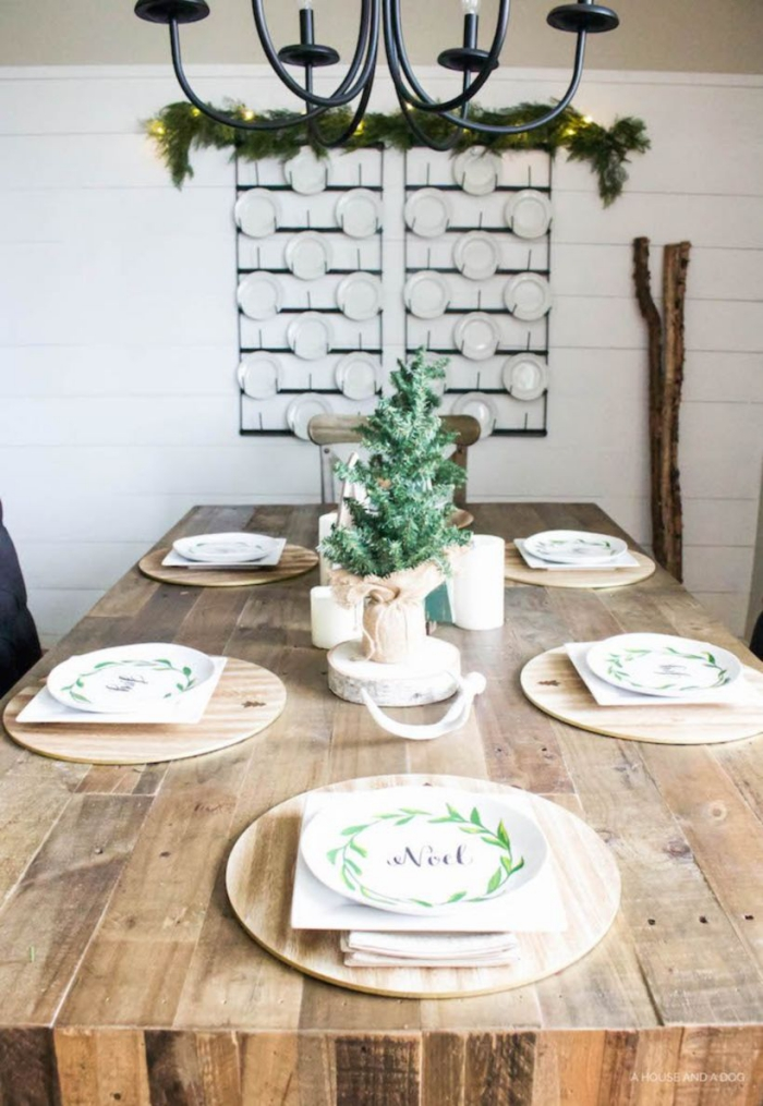 Christmas Table Centerpiece Ideas Rustic wooden table festive plates iron chandelier
