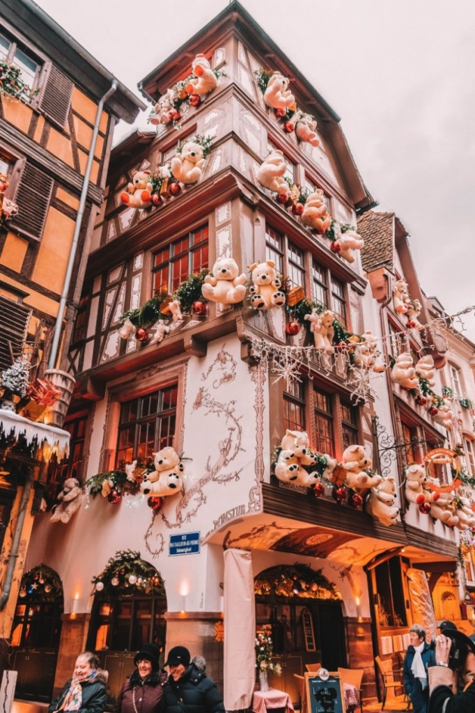 Strasbourg building decorated with teddy bears and christmas lights