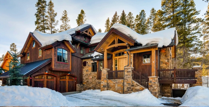 Bear Lodge Colorado Best cabins for winter vacation large wooden building in winter