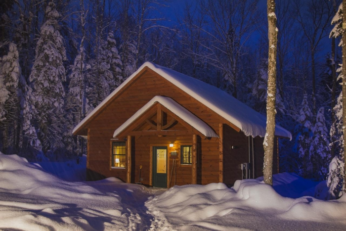 Robert Frost Mountain Cabins Best Cabins for winter holidays cabin in the woods at night