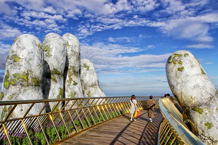 Vientam-what-to-see-Vietnam-Hand-Bridge