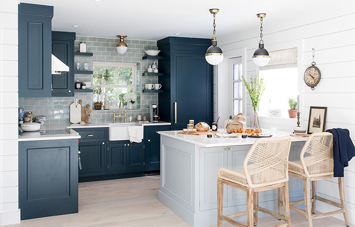 Nautical Theme Summer House kitchen in white and dark blue and rattan chairs