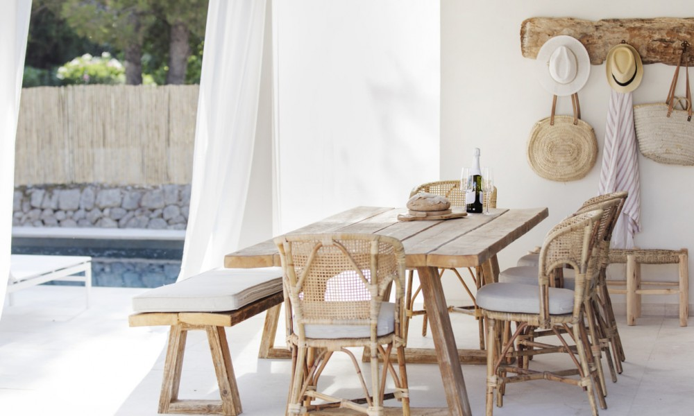 recycled furniture summer house ideas