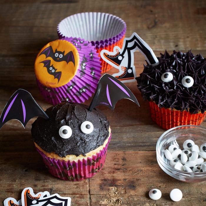 Halloween cupcake ideas googly eyes black topping