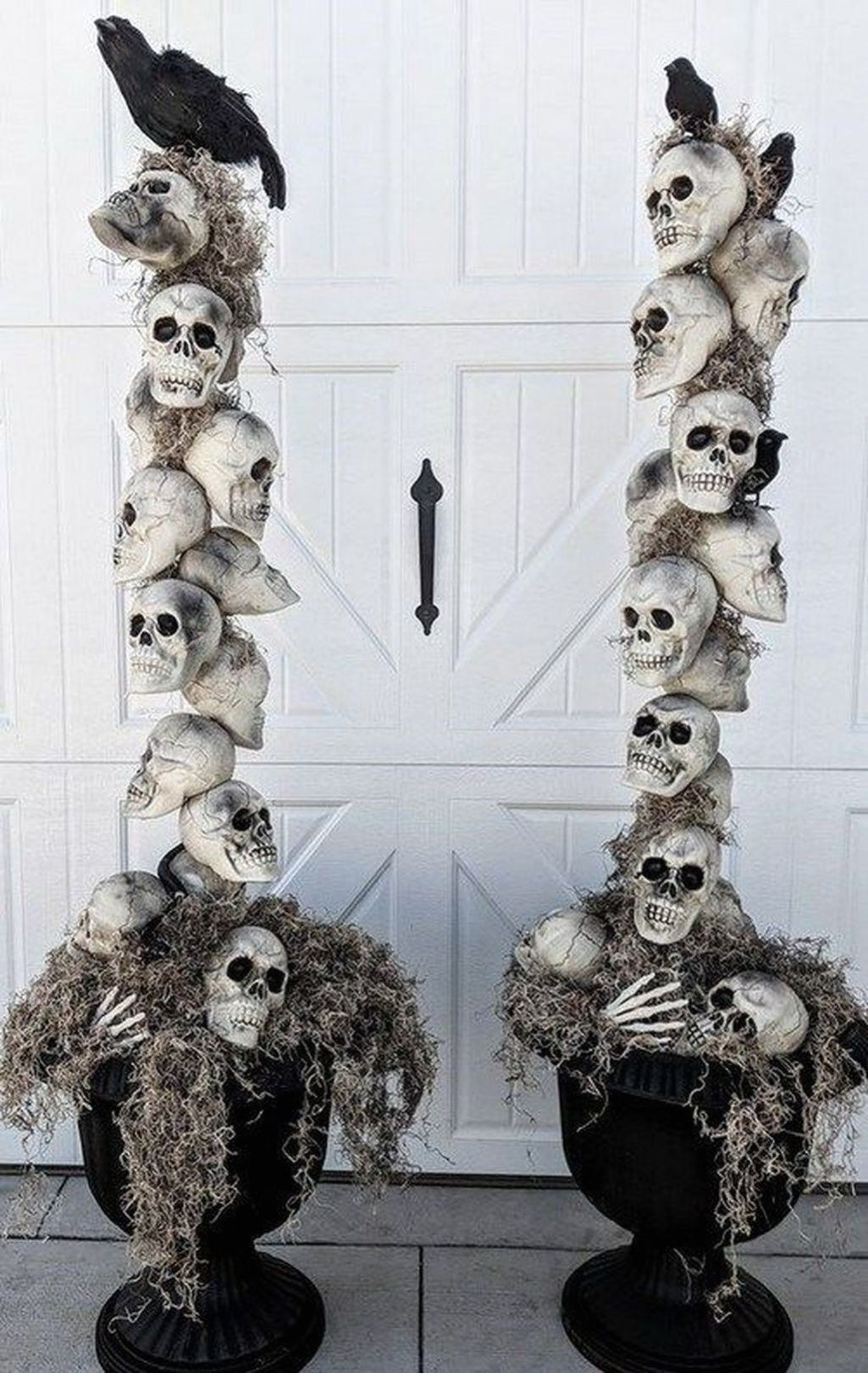 Halloween decor ideas entryway skulls two baskets with tall skull decor and ravens