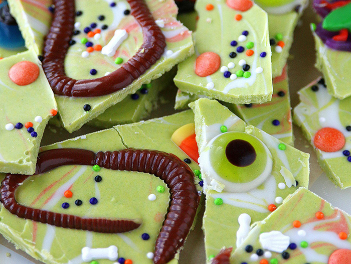 creepy Halloween trick and treat ideas green chocolate jelly worms and eyes