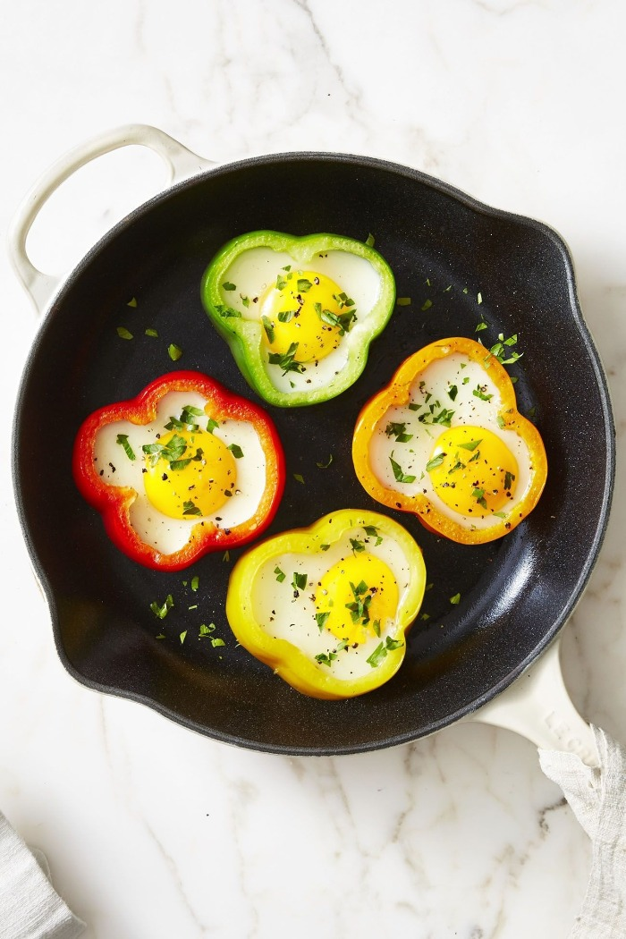 healthy breakfast peppers and eggs in a black pan