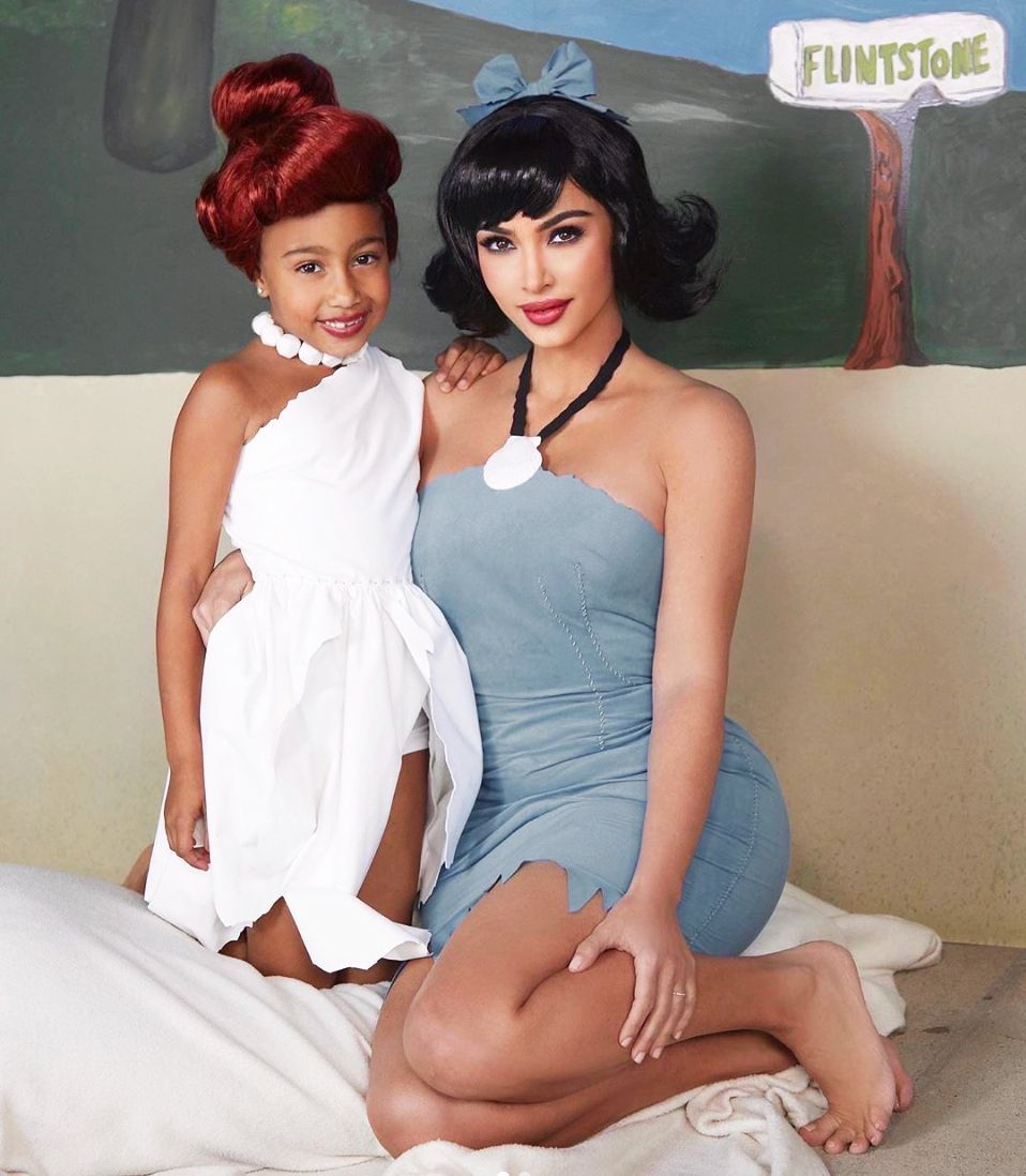 Flinstones Halloween costumes woman and her daughter as Wilma and Betty