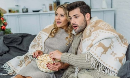 couple-watching-best-christmas-movies