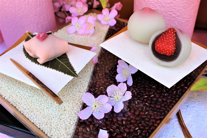 Japanese gift set with mochi and sweet brown beans and sakura flowers