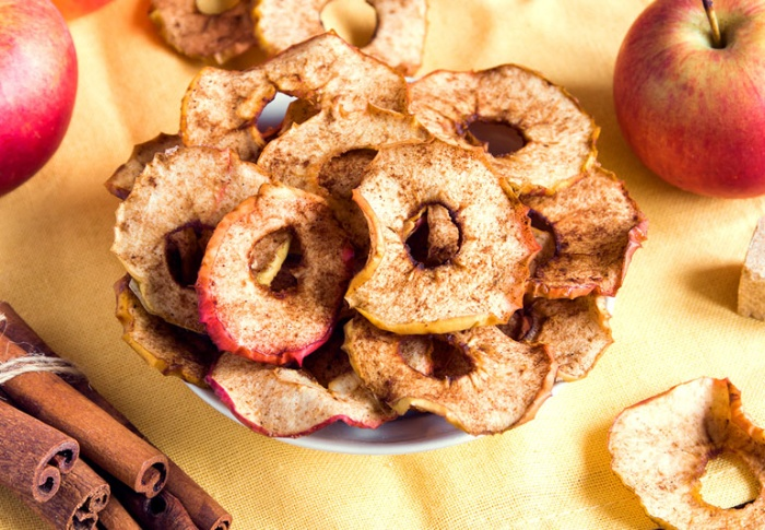 apple chips slices with cinnamon apple rings on a table