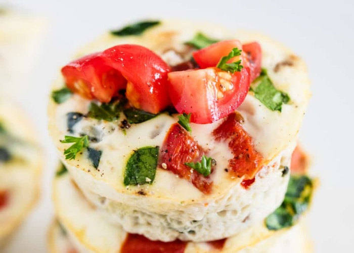 egg muffin with tomato pepper onion and vegetables