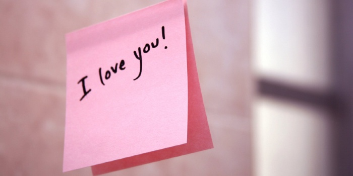 pink love note on a mirror saying I love you