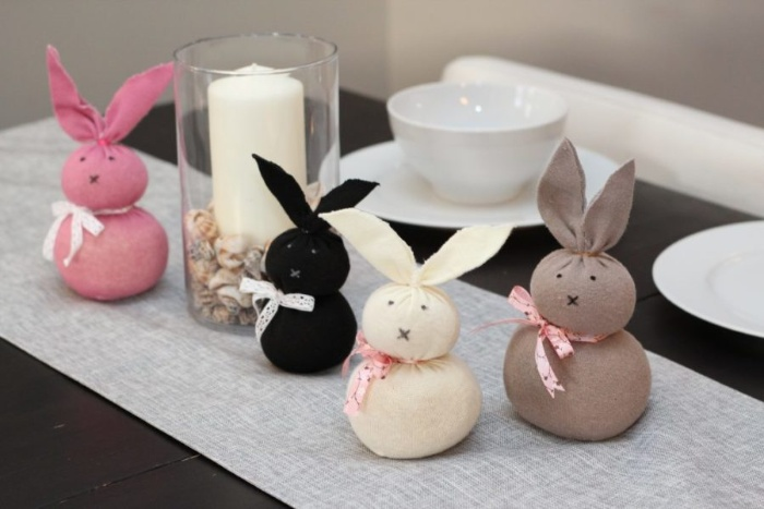 DIY easter bunnies table decorations in different colors