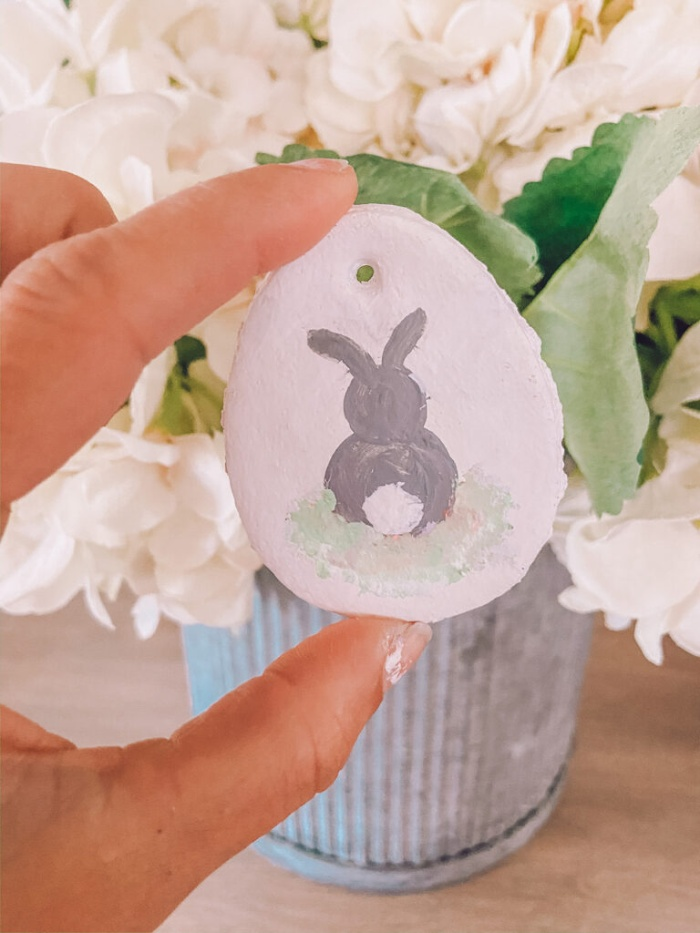 alternative home decor ideas for easter salty daugh egg with a bunny drawing on it